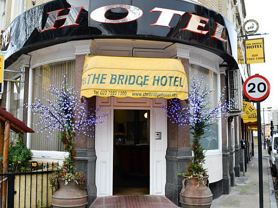 The Bridge Hotel is situated in a prime location in Borough close to Imperial War Museum