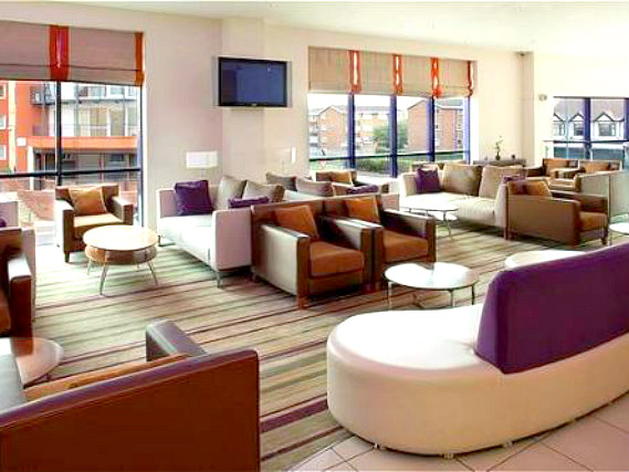 Common areas at Holiday Inn Express London Newbury Park