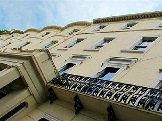 Assaha Hyde Park Hotel is situated in a prime location in Hyde Park close to Queensway