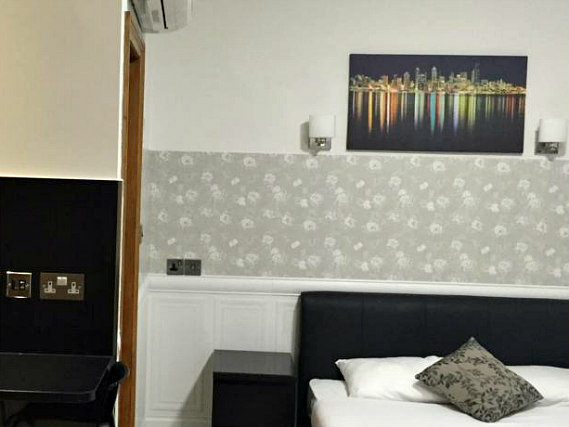 Spacious Double room at Paddington Apartments