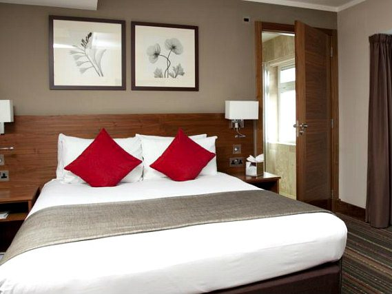 Get a good night's sleep in your comfortable room at Best Western Palm Hotel London