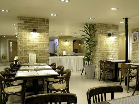 A place to eat at Kings Cross Inn Hotel