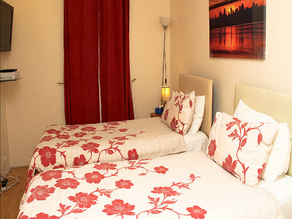 A twin room at Julius Lodge Thamesmead is perfect for a two guests