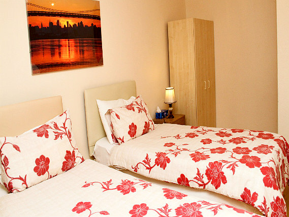 A spacious twin room at Julius Lodge Thamesmead