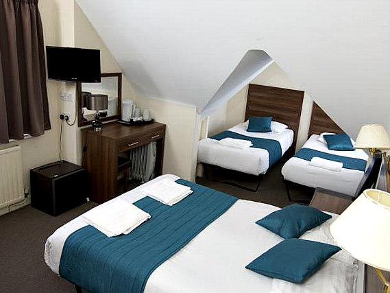Quad rooms at King Solomon Hotel London are the ideal choice for groups of friends or families