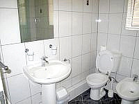 A typical Bathroom at Melbourne House Hotel