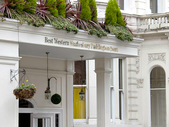 Paddington Court Hotel is situated in a prime location in Paddington close to Queensway
