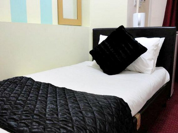 Single Room at City View Hotel Roman Road Market
