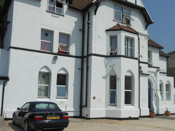 Travel Inn London is situated in a prime location in Stratford close to Forest Gate Train Station