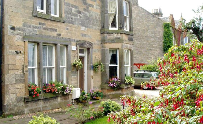 The attractive gardens and exterior of Aynetree Guest House