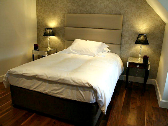 Single rooms at The Pillar Hotel London provide privacy