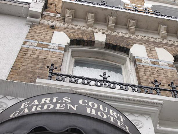 Earls Court Garden Hostel is situated in a prime location in Earls Court close to Earls Court Exhibition Centre