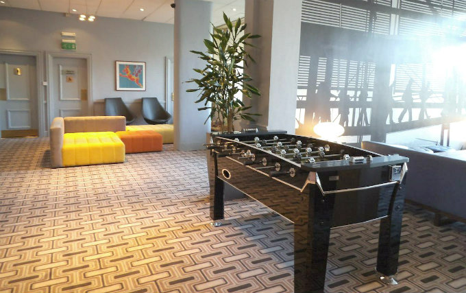 Enjoy a game room at Airport Inn Gatwick