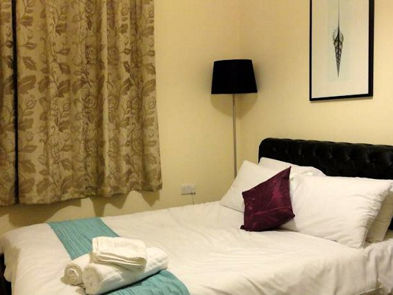 A double room at Glorydale Inn is perfect for a couple