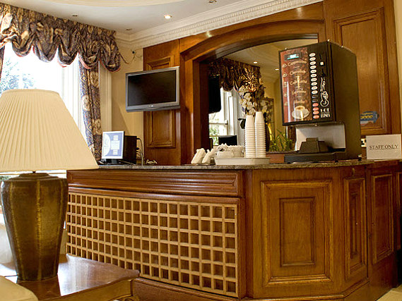 The staff at Pembridge Palace Hotel London will ensure that you have a wonderful stay at the hotel
