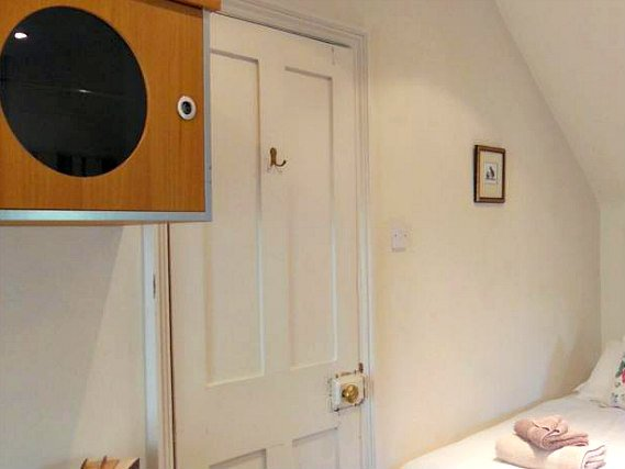 Single rooms at BB London Organic provide privacy