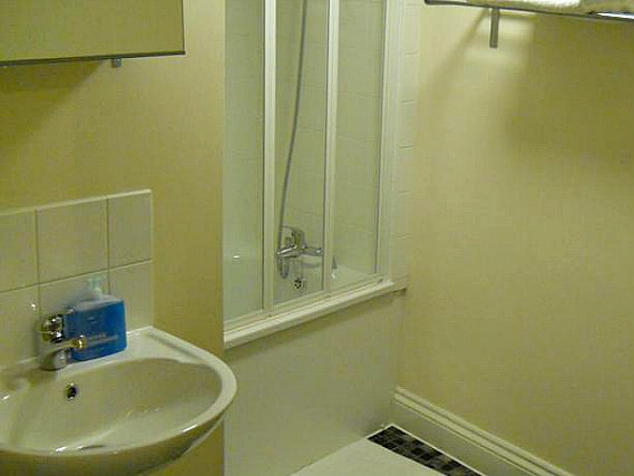A typical bathroom at City Stay Hotel London