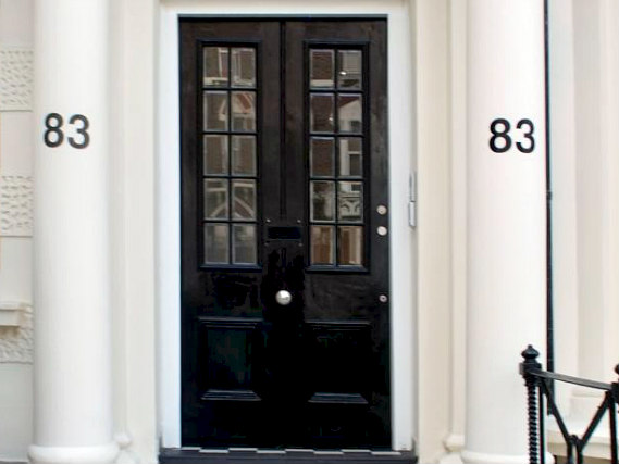 The Kensington Studios is situated in a prime location in Kensington close to Leighton House Museum