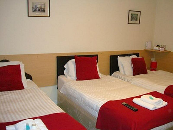 Triple rooms at Twickenham Guest House are the ideal choice for groups of friends or families