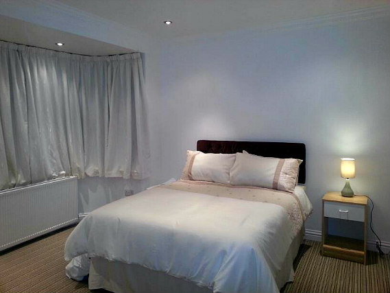 A typical room at Apple House Wembley