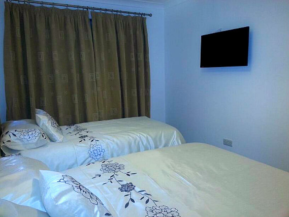 A twin room at Apple House Wembley is perfect for two guests