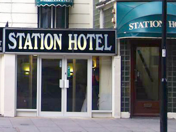 Victoria Station Hotel is situated in a prime location in Victoria close to Victoria Train Station