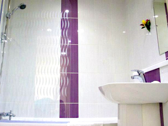 Bathroom at Queens Hotel London