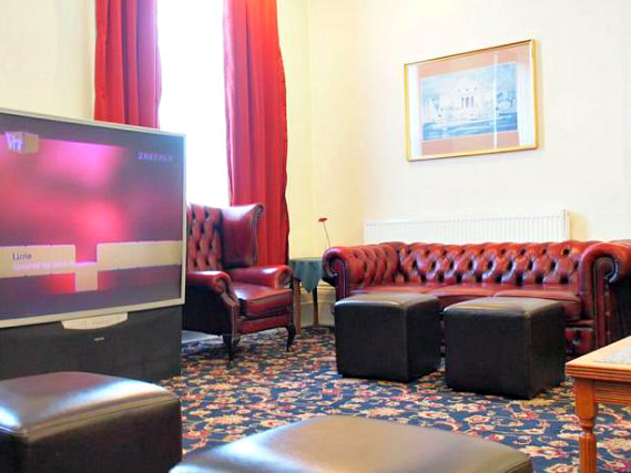 Relax in the lounge at Queens Hotel London