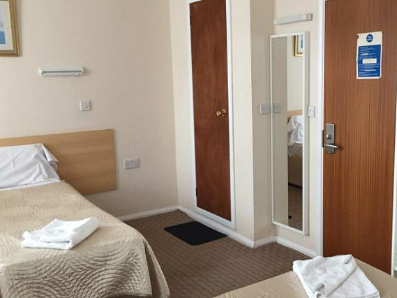 All rooms at Romanos Hotel London are comfortable and clean