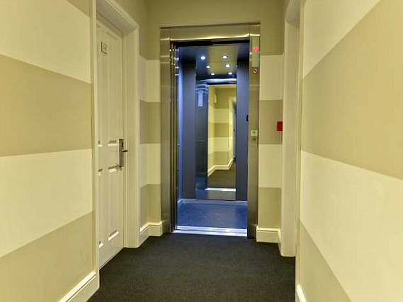 The hallway at Royal Hyde Park Hotel