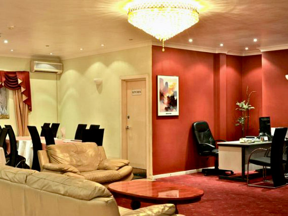 The lounge room at City View Hotel London