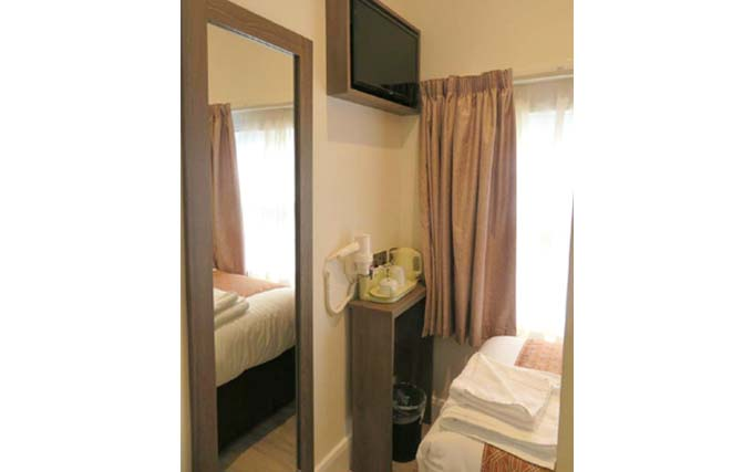 Room facilities at Glendale Hyde Park Hotel