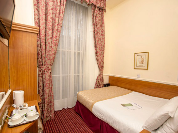 Single rooms at Reem Hotel provide privacy