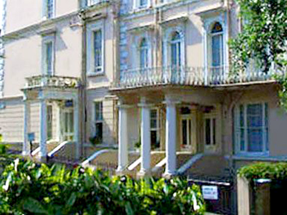 Lords Hotel London is situated in a prime location in Bayswater close to Kensington Gardens