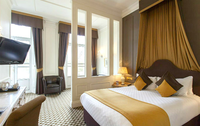 A comfortable double room at Thistle Hotel Hyde Park