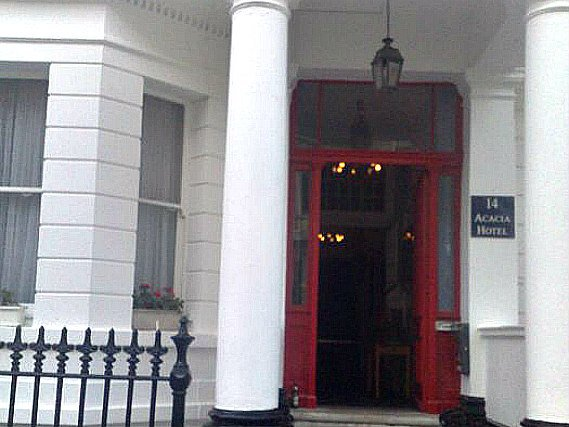 Acacia Hostel London is situated in a prime location in South Kensington close to Natural History Museum
