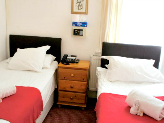 A spacious twin room at Plaza London Hotel