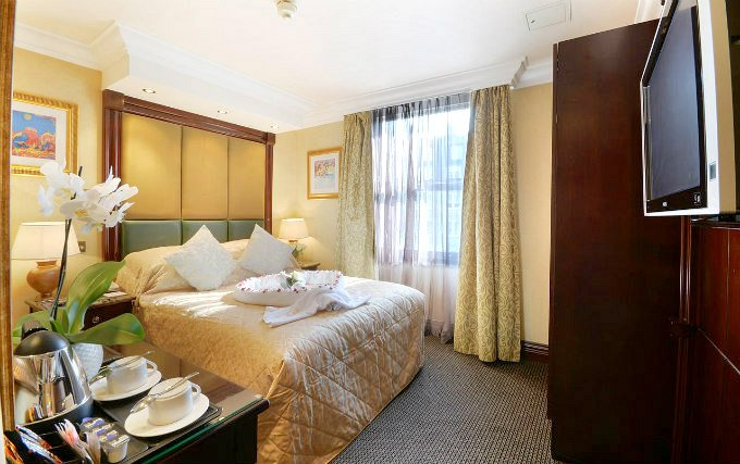A comfortable double room at Comfort Inn Bayswater
