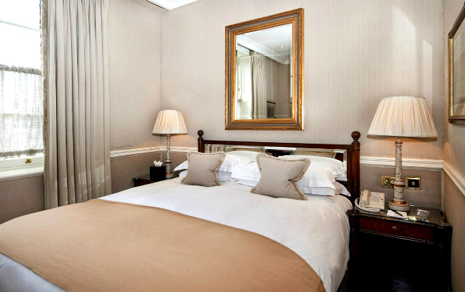 A double room at Montague On The Gardens