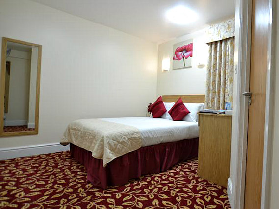 Relax with a good nights sleep in the comfortable double beds at Best Western Greater London Ilford