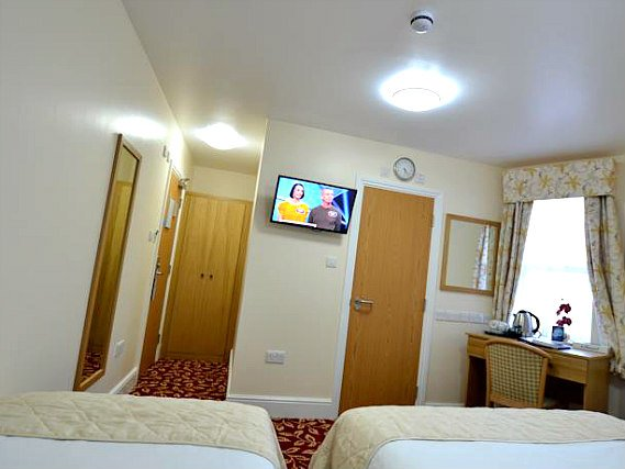 The twin room at Best Western Greater London Ilford includes full length curtains to ensure a good nights sleep