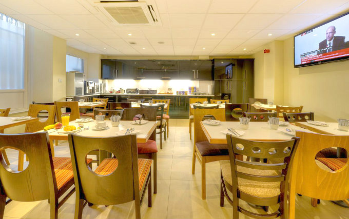 Start your day in the Comfort Inn Hyde Park Breakfast Room