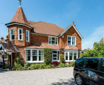 The Lawn Guest House, 4 Star Accommodation, Gatwick Airport, South London