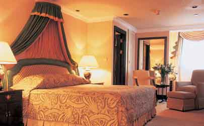 A luxurious suite at Conrad Hotel London