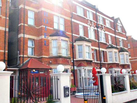 Euro Lodge Clapham is situated in a prime location in Clapham close to Northcote Road Antique Market