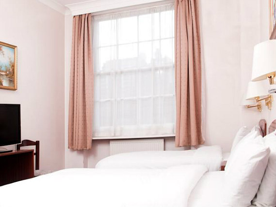 Triple rooms at St Georges Hotel BnB are the ideal choice for groups of friends or families