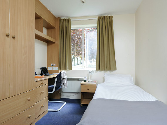 Heathrow Short Stay >> Platt Hall, London | Book on TravelStay.com