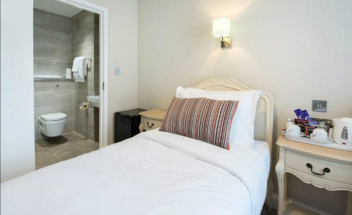 Single rooms at Docklands Lodge Hotel London provide privacy
