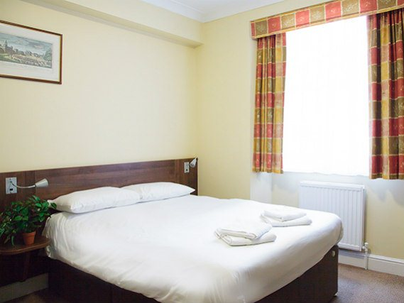 A double room at Victoria Inn London is perfect for a couple