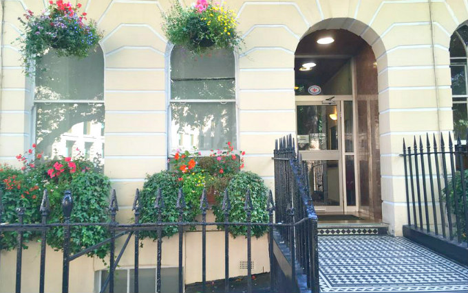 The attractive gardens and exterior of George Hotel Bloomsbury